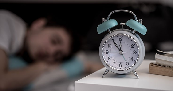 Frühaufsteher: Mann schläft vor Mitternacht